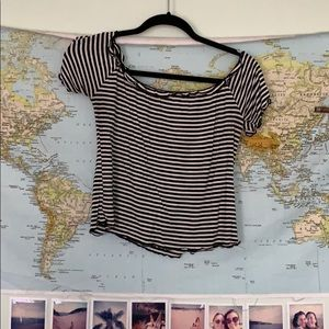 L black and white T-shirt crop top